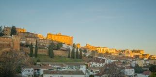 Vue de lever de soleil de la vieille ville de Caceres Photos libres de droits