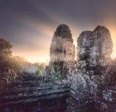 Vue de lever de soleil de temple antique Bayon Angkor Vat Photos stock