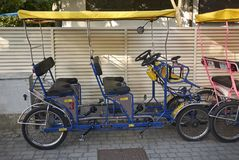 Vue de louer des vélos photos libres de droits