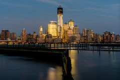 Vue de Lower Manhattan de New Jersey au coucher du soleil. Image stock