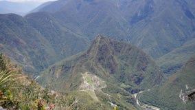 Vue de Machu Picchu de montagne de Machu Picchu, la ville antique d'Inca dans les Andes, Cusco, Pérou clips vidéos