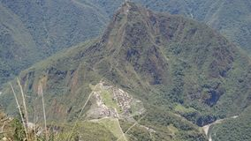 Vue de Machu Picchu de montagne de Machu Picchu, la ville antique d'Inca dans les Andes, Cusco, Pérou banque de vidéos