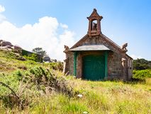 Vue de maison bretonne dans de style celtique dans Ploumanach Photographie stock
