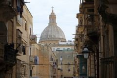 Vue de Malte - de La Valette à l'église carmélite photos stock