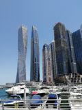 Vue de marina de Dubaï avec le ciel bleu photo libre de droits