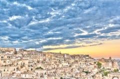 Vue de Matera, Italie, l'UNESCO au coucher du soleil Photos stock