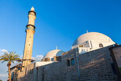 Vue de matin de vieille ville de Jaffa avec la mosquée antique sur le foregroun photos libres de droits