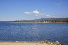 Vue de matin du beau lac big bear Photo stock