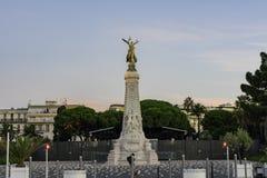 Vue de matin de la belle statue centenaire de monument photo libre de droits