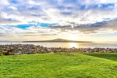 Vue de matin sur une île volcanique Images libres de droits