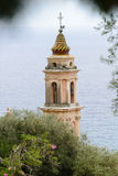 Vue de Menton de ville de la Riviera avec la mer et l'église Image libre de droits