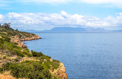 Vue de mer au-dessus de baie fausse de route scénique Images libres de droits