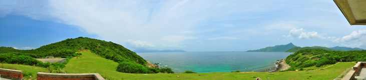Vue de mer d'île d'herbe Images libres de droits
