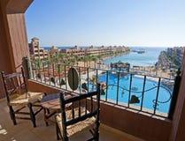 Vue de mer d'un balcon de chambre d'hôtel Image stock