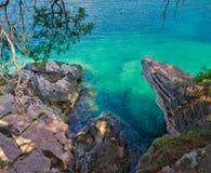 Vue de mer de falaise à partir du dessus Image stock