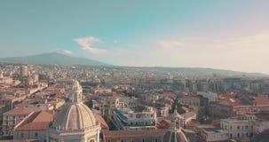 Vue de Militello en Val di Catania avec le mont Etna à l'arrière-plan clips vidéos