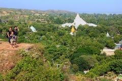 Vue de Mingun de stupa de Pahtodawgyi, Mandalay, Myanmar images libres de droits