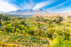 Vue de Misty Volcano à Arequipa, Pérou, Amérique du Sud Photos libres de droits