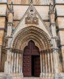 Vue de monastère médiéval Portugal de Batalha de porte latérale photo libre de droits