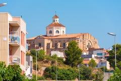 Vue de Mont-roig del Camp et l'église de St Miguel, Tarragone, Catalunya, Espagne Copiez l'espace pour le texte Photo libre de droits
