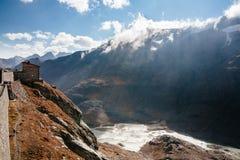 Vue de montagne avec le ciel bleu de la haute route alpine de Grossglockner en Autriche photos libres de droits