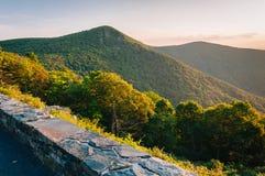 Vue de montagne de Hawksbill de Crescent Rock Overlook sur Skylin photographie stock