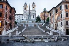 Vue de Monti de dei de Trinita dans le début de la matinée à Rome, Italie Photo stock