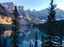 Vue de moraine de lac dans Banff Photographie stock libre de droits