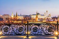 Vue de Moscou Kremlin du pont patriarcal images libres de droits