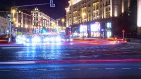 Vue de Moscou de nuit à la rue de Tverskaya banque de vidéos