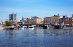 Vue de Moscou. Passerelle de Borodinsky Photos stock