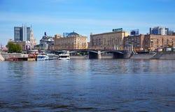 Vue de Moscou. Passerelle de Borodinsky Photographie stock libre de droits