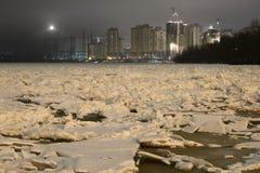 Vue de Neva River à la soirée photographie stock