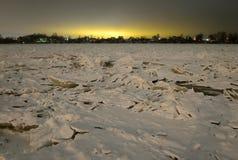 Vue de Neva River à la soirée image libre de droits