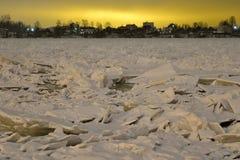 Vue de Neva River à la soirée photo stock