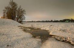Vue de Neva River à la soirée photo libre de droits