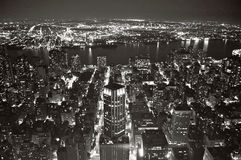 Vue de New York la nuit de bâtiment d'état d'empire. Images stock