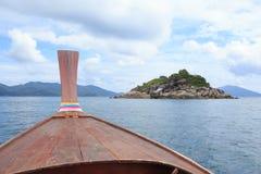 Vue de nez du bateau de longue queue pour voir des îles de Lipe, Thaïlande Photos libres de droits