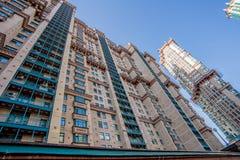 Vue de nouveaux bâtiments résidentiels et voisinages à Moscou photographie stock