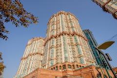 Vue de nouveaux bâtiments résidentiels et voisinages à Moscou photo libre de droits