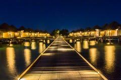 Vue de nuit à la station de vacances Maldives de quatre saisons chez Kuda Huraa Image libre de droits