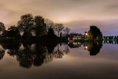 Vue de nuit au-dessus de la rivière d'Amstel chez Kalfjeslaan Photos stock