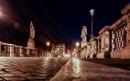 Vue de nuit au-dessus du ponte Angelo sant la nuit Images libres de droits