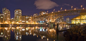 Vue de nuit au pont en rue de Granville à Vancouver Photographie stock
