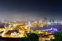Vue de nuit de Bakou, Azerbaïdjan images libres de droits