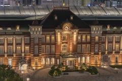 Vue de nuit de côté de Marunouchi de gare ferroviaire de Tokyo dans le ch photo stock