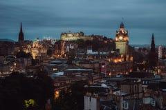 Vue de nuit de château et de ville d'Edimbourg Images libres de droits