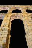 Vue de nuit d'aqueduc de Ségovie, Espagne Photographie stock