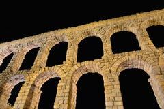 Vue de nuit d'aqueduc de Ségovie, Espagne Photos libres de droits