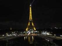 Vue de nuit d'Eiffel de visite Images libres de droits